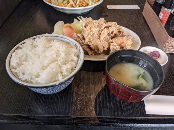 山海亭の唐揚げ定食 – 一色