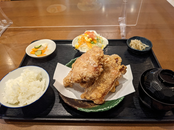 アカリダイニング鎌倉の唐揚げ定食 – 御成町